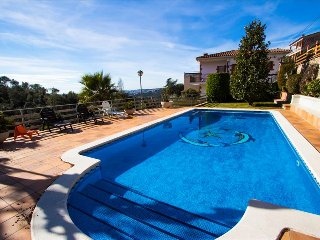 Villa Ametlla in the Barcelona countryside, only 35km to the city and beach!, Bigues i Riells