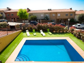 Lovely villa for 10 guests in Roses, Girona, only 5km from the beach!, Palau-Saverdera