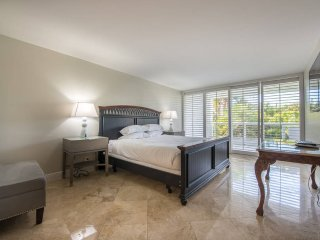 Miami | Elegant Three-Bedroom Condo | Free Parking