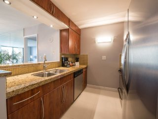 Biscayne Bay Front 2Bed Condo | Free Parking