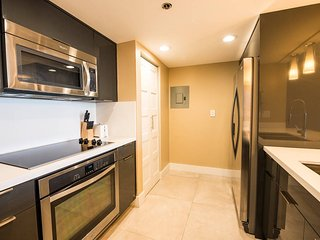 Designer 1Bed Condo | Free Parking