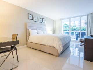 Fancy 1Bed Bayfront Condo | Free Parking