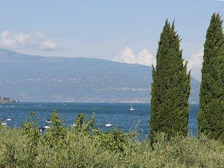 Villa fino a 9 letti 4 camere 3 bagni vasto giardino a 50 m dal lago