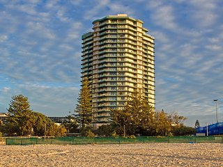 Points North 16-98 Coolangatta Beachfront!