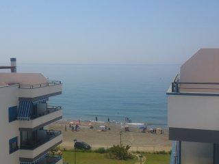 apartamento primera linea de playa real   ,playa 10metros  cerca de nerja .bonit