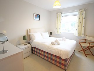 Pentewan - Modern 2 bedroom apartment which holds 6 overlooking Fistral Beach