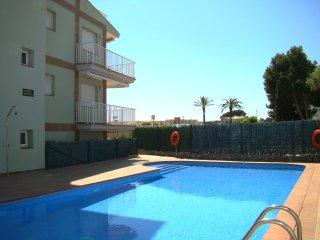 Apartamento con piscina y a pie de playa, L'Escala