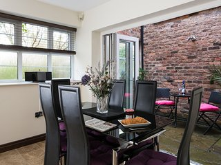 City Apartments - The Light Well, Haxby Road, Townhouse sleeping up 6 people