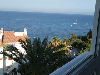 Apartment - 130 m from the beach