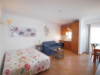 Apartamento T0 com garagem, piscina e ar condicionado, Cabanas