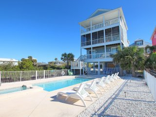 5 star gulf front, large private pool,heated spa, elevator, coveted location