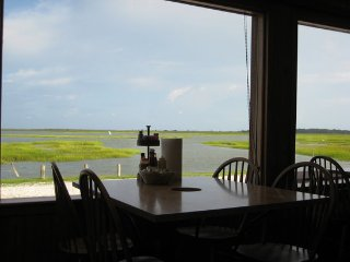 Beautiful Condo One block from Murrells Inlet Marshwalk.