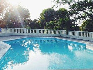 MAHOGANY COTTAGE,  JAMAICA.   (VERY CLOSE OCHO RIOS )