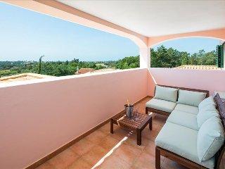 Villa Rosmaninho - 5 bedrooms, outdoor kitchen and stunning gardens. Close to