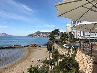 Calpe, primera linea de playa. Piscina, club social, padel...