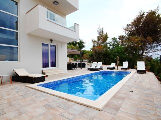 New Villa with a pool