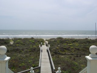 Beachfront Charleston JULY 21-28 DEAL 10 Miles- Historic Dist/18 yds- BEACH