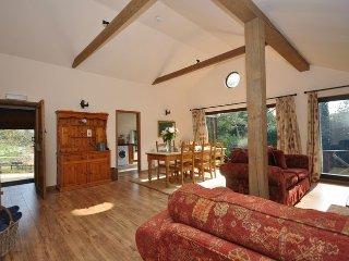 29115 Log Cabin in Winchcombe