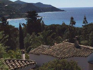 Villa Vittoria: Mediterranean scrub and landscape