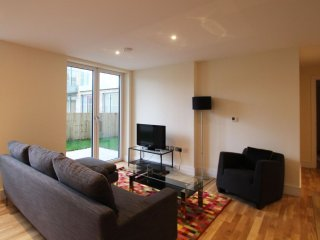 Canary Gateway 2B apartment in Lambeth with WiFi & lift.