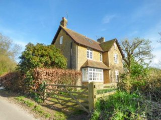 WINSMORE, detached, woodburner, open fire, pet-friendly, nr Stocklinch, Ref