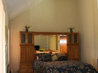 Classic Pocono Mountain Townhouse 5 min drive to Kalahari, 10 min. to Camelback