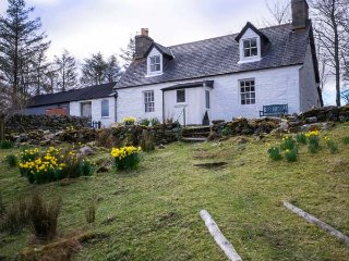 OLD GRUMBEG COTTAGE, remote location, fantastic views, open fire, near Bettyhill