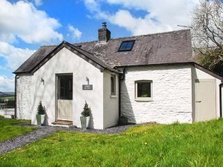 SARDIS COTTAGE detached, countryside views, well-appointed, Llangadog, Ref 95817