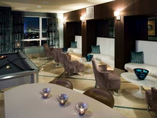 LUXURIOUS WEST HOLLYWOOD APARTMENT JUST STEPS FROM SUNSET STRIP & ATTRACTIONS, West Hollywood