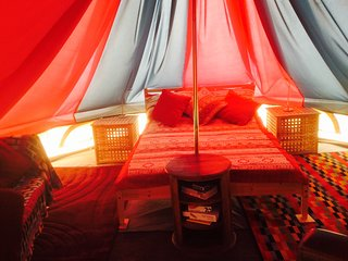 Acorn Ponds Glamping Luxury Bell Tent, Shrewsbury