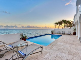 ETOILE DE MER... Irma Survivor! A Beautiful 4 BR Villa on Cupecoy Beach