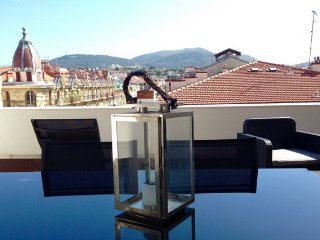 Beautiful 1 Bed Flat for capacity of 4, located in Nice Center with Terrasse