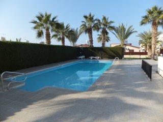 2 Bed Paphos Apartment - Cy-King