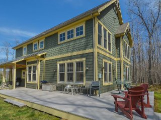 Centrally located Craftsman home close to DCL state park!