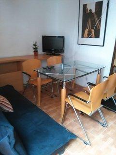 casa baja individual con patio en finca , a 7 mn del centro  y metro Urgel
