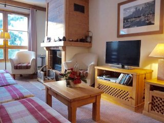 Lovely 4 bedroom ski-in ski-out apartment in Arc 1950