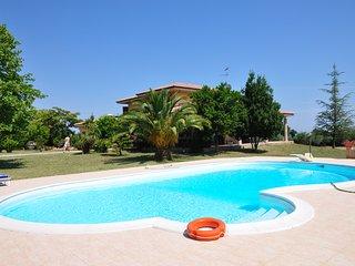 Villa in Campagna immersa nel verde con piscina privata.