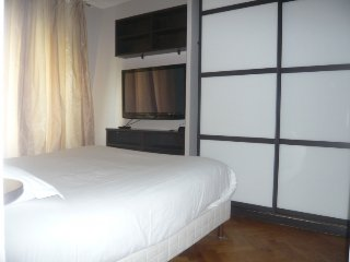 2 bedroom Apartment in Paris 8, Ile de France, France : ref 2380066
