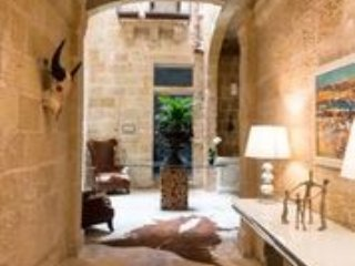 Casa Birmula stunning Boutique hotel/guesthouse in The Three Cities!, Cospicua (Bormla)