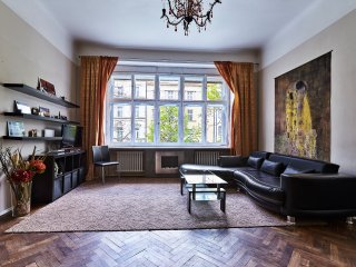 SPRING PROMO 30 % Off Vinohrady Spacious Center Tree View 2 bedrm 2 bathrm 1 wc, Prague