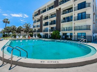 Lovely condo w/ beach views, private balcony, & shared pool - snowbirds welcome!