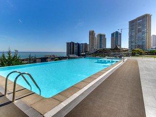 Modern condo w/ shared pools, sauna & hot tub - ocean & mountain views!