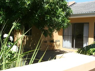 Self-catering The Corner Cottage in peacefull, private surroundings, Somerset West