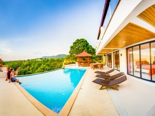 Luxury Villa! Huge Pool with sea view 4BR: Mountain House, Long Beach