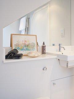 Detail family bathroom