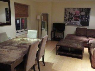 A Huge & Bright 3 Bedroom Flat near Hyde Park, Bayswater, London, F6/47