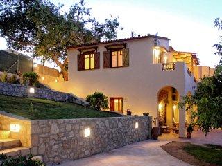 Fantastic Traditional Villa with Private Pool, Nochia
