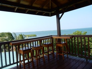 Charming and spacious waterfront studio with full kitchen and crows nest tower, Placencia