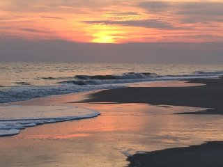 Oceanfront 4 Bedroom House - Outtatheblue at Holden Beach