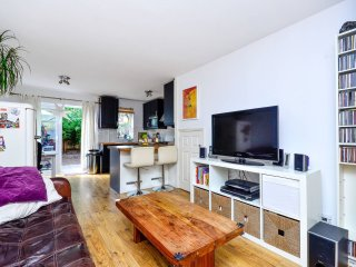 Fantastic 2 Bedroom House In Victoria Park, Hackney. Garden / free parking